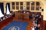 Βαρύτατες καταγγελίες για διαπλοκή στο Δημοτικό Συμβούλιο Πειραιά