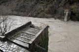 Καθυστερεί η αναστήλωση της γέφυρας της Πλάκας