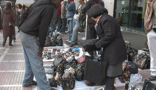 Εκατοντάδες έλεγχοι σε δυο μήνες της Δημοτικής Αστυνομίας Αθήνας για το παραεμπόριο