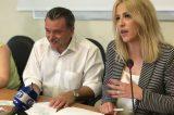 3 χρόνια μετά (!) τον σεισμό υλοποιεί η Δούρου την υπόσχεσή της