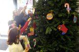 Μαθητές στόλισαν το δένδρο του δημαρχείου Ν. Ιωνίας