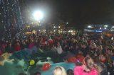 Κοσμοσυρροή στη φωταγώγηση του χριστουγεννιάτικου ελάτου του Δήμου Σκύδρας
