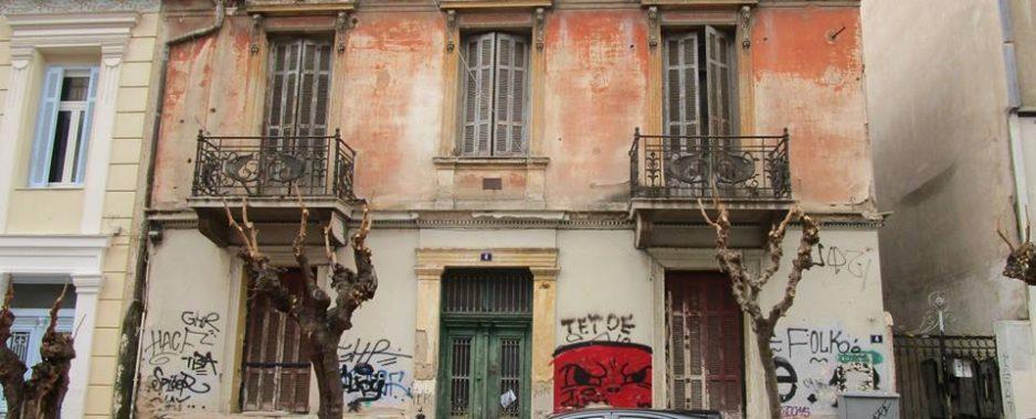 Να επισκευαστούν και να στεγάσουν τους 9000  αστέγους της Αθήνας , τα εγκατελελειμμένα κτίρια , προτείνει ο Γερουλάνος