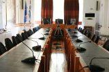 Μόνο  δια περιφοράς ή «κλειστά» οι συνεδριάσεις των Δημοτικών Συμβουλίων