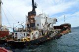 Καθαρίζει από ναυάγια ο κόλπος της Ελευσίνας